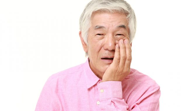 歯が痛い高齢者