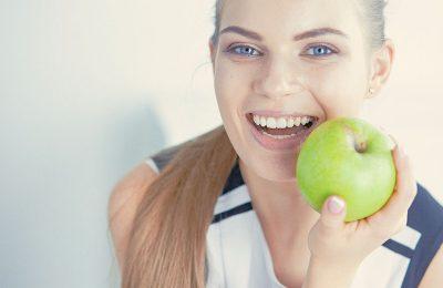 リンゴと白い歯